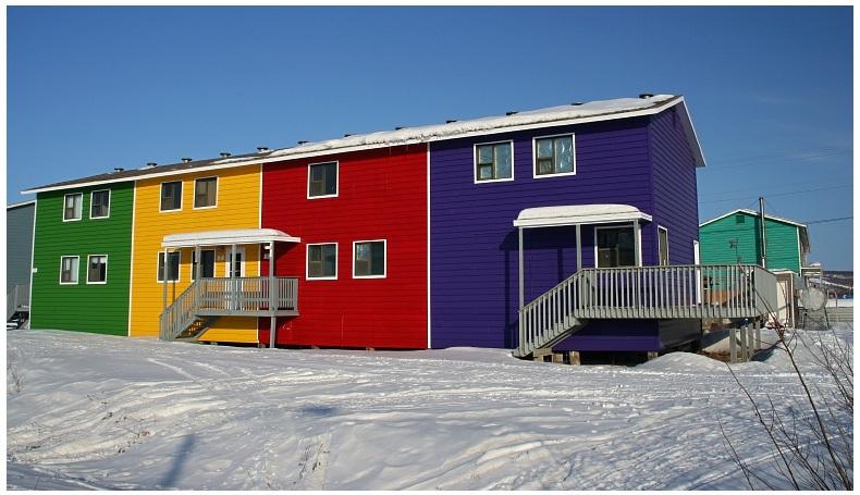 Photo inuvik maison s couleurs - Couleur soubassement maison ...